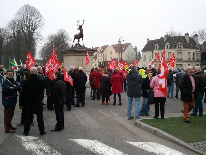 Manifestation à Senlis contre l'austérité dans Evénements 61